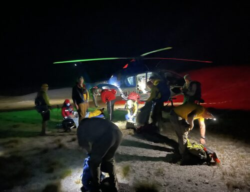 DESCHUTES COUNTY SHERIFF'S OFFICE SEARCH AND RESCUE ASSIST TWO INJURED HIKERS ON SOUTH SISTER HIKING TRAIL